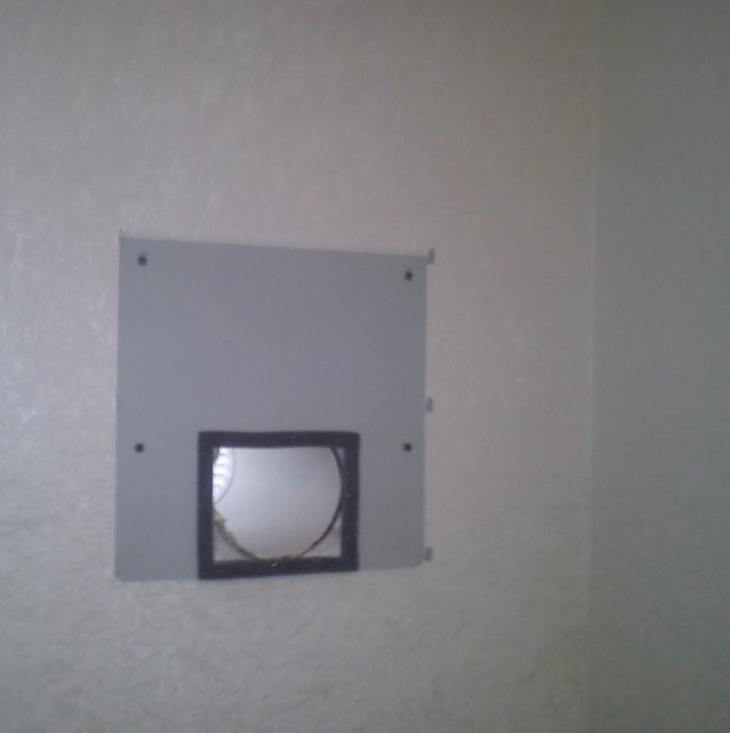 Крепление монтажной панели к стене